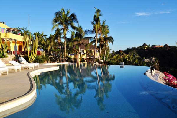 каникулы в мексике лого: